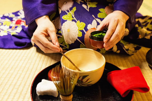 Kyoto_autumn_geisha_1