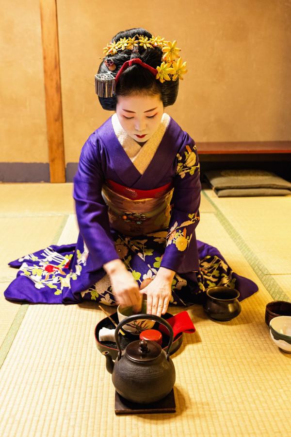 Kyoto_autumn_geisha_2