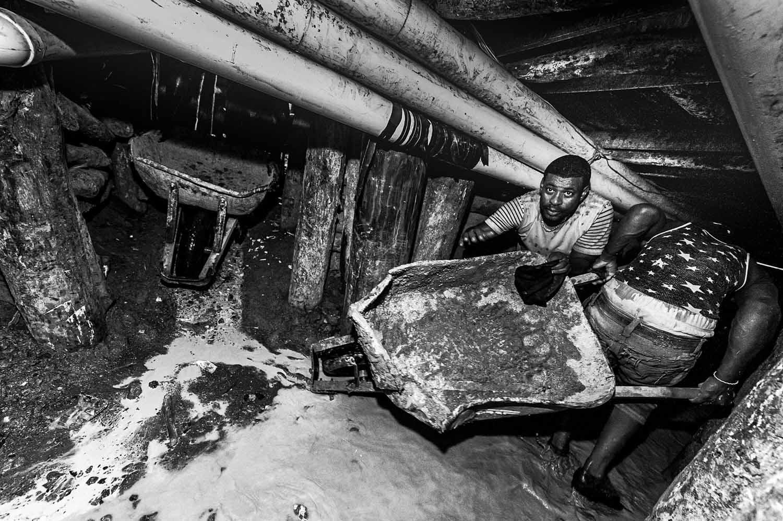 Free project: Illegal larimar mines