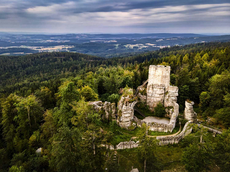 Die Burgruine Weißenstein am Morgen