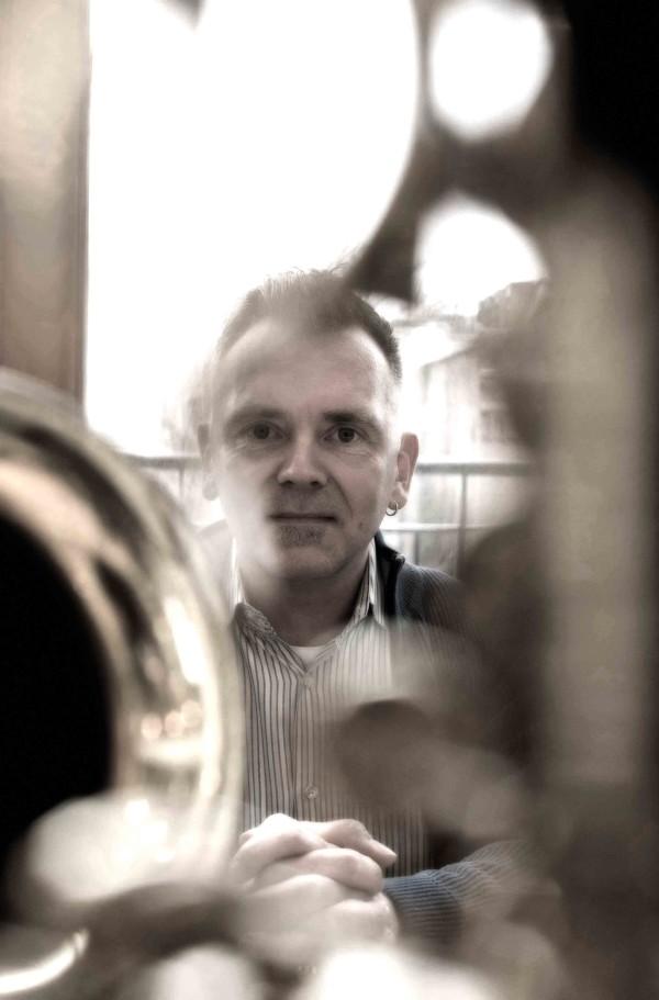 Sam Burckhardt, Schweizer Saxophonist in seinem Haus, Chicago, USA, Januar 2009